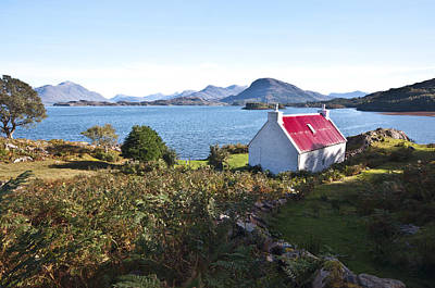 Torridon Wall Art - Photograph - Red Roof Cottage by Derek Whitton