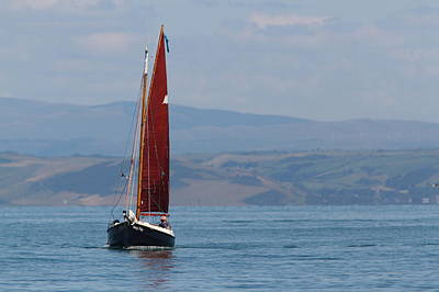 Photograph - Red Sail by Richard Patmore