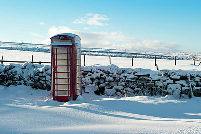 Red Telephone Box In The Snow V Art Print
