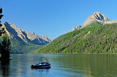 Sawtooth Mountain Art Photograph - Redfish Relaxation by Greg Norrell