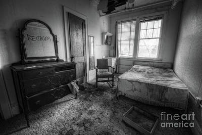 Kitchen Mark Rogan - Redrum BW by Michael Ver Sprill