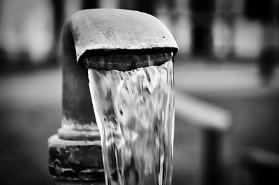 Old Fashioned Water Pump Photograph - Refresing by Der Silent