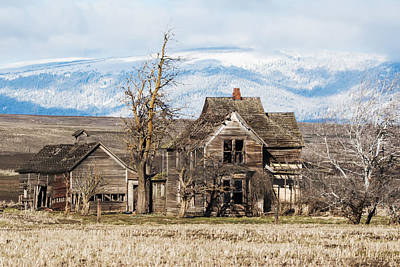 Old Abandoned Farmhouse Photograph - Reminiscing Along Centerville Hwy by Angie Vogel