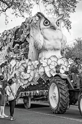 Photograph - Rex Mardi Gras Parade Iv Bw by Steve Harrington