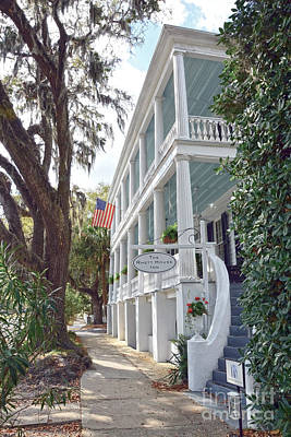 Photograph - Rhett House Inn In Beaufort by Catherine Sherman