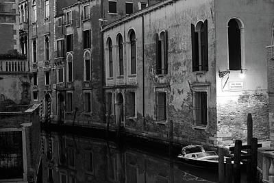 Photograph - Rio Terra Dei Nomboli, Venice, Italy by Richard Goodrich