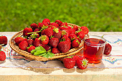 Strawberry Bunch Photograph - Ripe Strawberries In Basket And Juice In Glass  by Arletta Cwalina