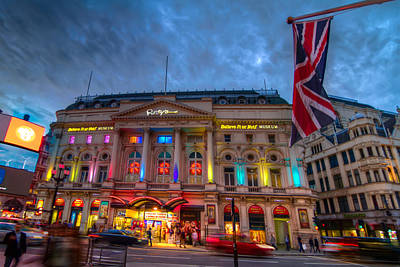 England Photograph - Ripley's At Piccadilly Circus by Tim Stanley