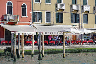 Photograph - Ristorante Da Nina In Venice, Italy by Richard Rosenshein
