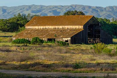 Photograph - River Road Barn by Derek Dean