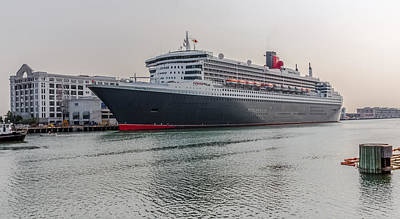 Photograph - Rms Queen Mary 2 by Brian MacLean
