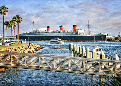Photograph - Rms Queen Mary by Gabriele Pomykaj