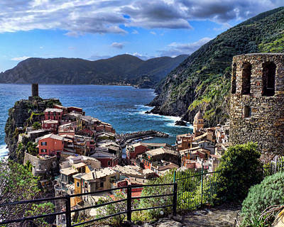 Photograph - Rock Of Vernazza by John Bushnell