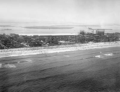 Photograph - Rockaway Beach In Queens by Underwood Archives