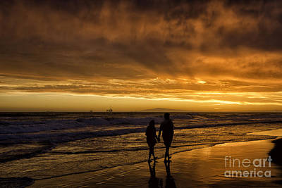 Photograph - Romantic Couple by Peter Dang