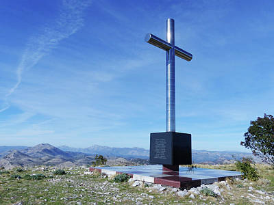 Photograph - Ronald Brown Memorial Cross by Phil Banks