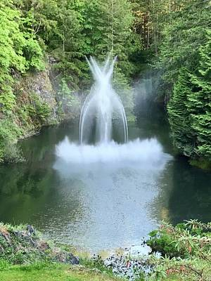 Photograph - Butchart Gardens Ross Fountain by Russell Keating