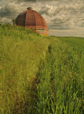 Photograph - Round Barn by Bob Cournoyer