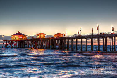 Art Print featuring the photograph Ruby's Surf City Diner At Twilight - Huntington Beach Pier by Jim Carrell