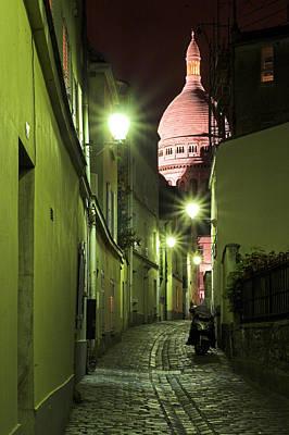 Sacre Coeur Photograph - Rue Sainte Rustique Avec Sacre Coeur Au Sommet De Montmartre Paris by Pierre Leclerc Photography