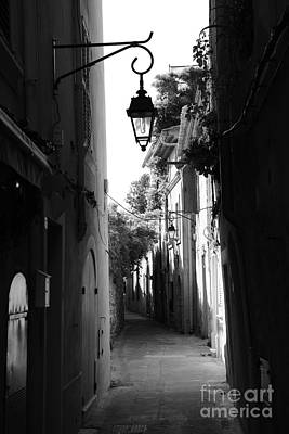Photograph - Ruelle Saint Tropez by Tom Vandenhende