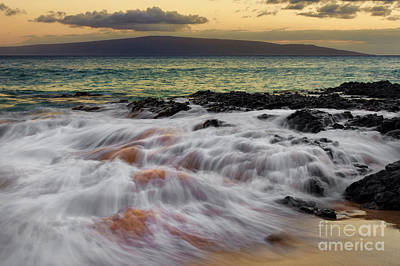Photograph - Running Wave At Keawakapu Beach by Eddie Yerkish
