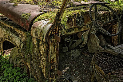 Log Cabin Interiors Photograph - Rust In Piece by Thomas Schoeller