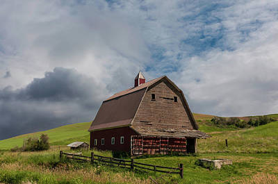 Photograph - Rustic Barn Palouse Washington by James Hammond