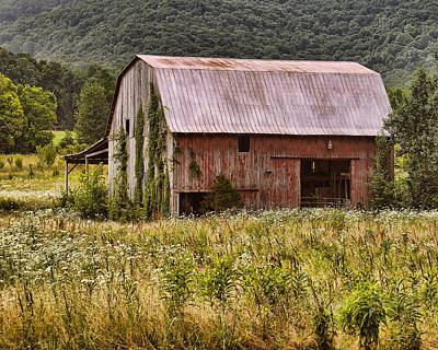 Photograph - Rustic Country Barn by TnBackroadsPhotos