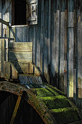 Another Time Photograph - Rustic Water Wheel With Moss by Mitch Spence