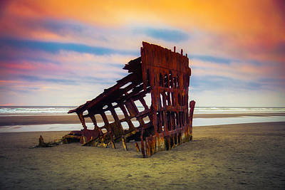 Peter Iredale Photograph - Rusting Shipwreck by Garry Gay
