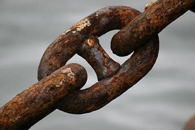 Rusty Chain Art Print by Hans Jankowski