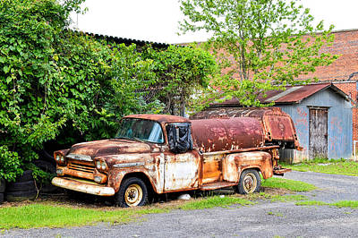 Photograph - Rusty Chevy by Linda Brown