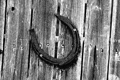 Photograph - Rusty Horseshoe On A Wooden Fence 01 - Bw - Water Paper by Pamela Critchlow