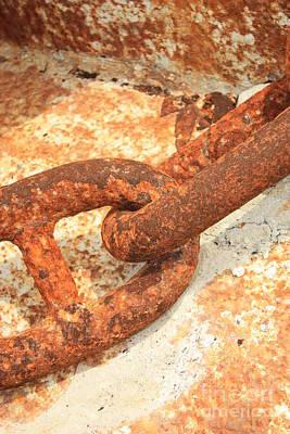 Roaring Red - Rusty Links 3 by Carol Groenen