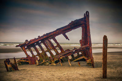 Peter Iredale Photograph - Rusty Shipwreck by Garry Gay