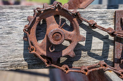 Cotter Photograph - Rusty Sprocket And Chain by Donald  Erickson