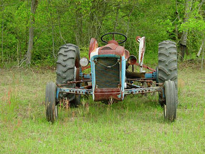 Photograph - Rusty Tractor by Quwatha Valentine