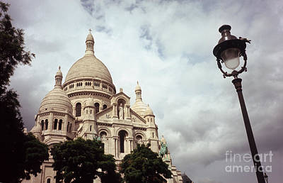 Basilica With Dome Photograph - Sacre-coeur And Lamppost by Fabrizio Ruggeri