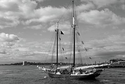 Photograph - Sailing The East River 01 Bw - New York by Pamela Critchlow