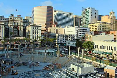 Dainty Daisies - San Diego Downtown by Munir Alawi