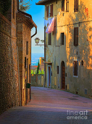 Toscana Photograph - San Gimignano Alley by Inge Johnsson