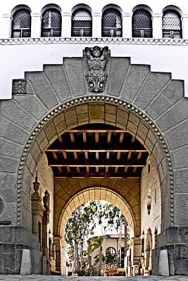 Photograph - Santa Barbara City Hall Arch by Danuta Bennett