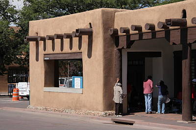Photograph - Santa Fe New Mexico - Adobe Building by Frank Romeo