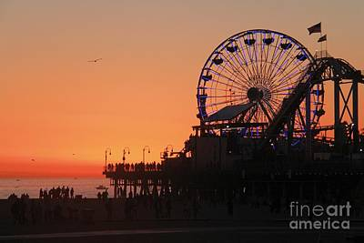 Photograph - Santa Monica Sunset by Suzanne Oesterling
