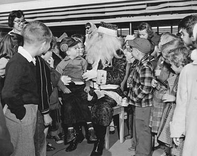 Group Of Women Talking Photograph - Santa Surrounded By Children by Underwood Archives
