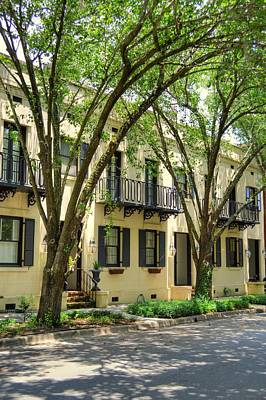 Savannah Row Houses Print by Linda Covino