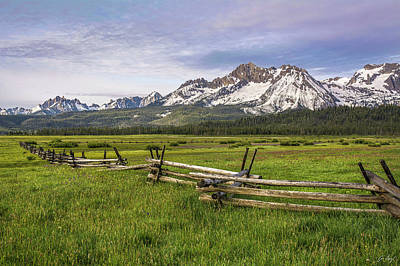 Photograph - Sawtooth Fence by Aaron Spong