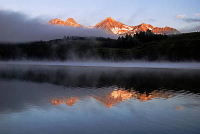 Sawtooth Mountain Art Photograph - Sawtooth Sunrise In Stanley Idaho by Vishwanath Bhat