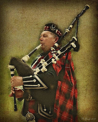 Photograph - Scottish Man On The Bagpipes   by Ronald Grafe